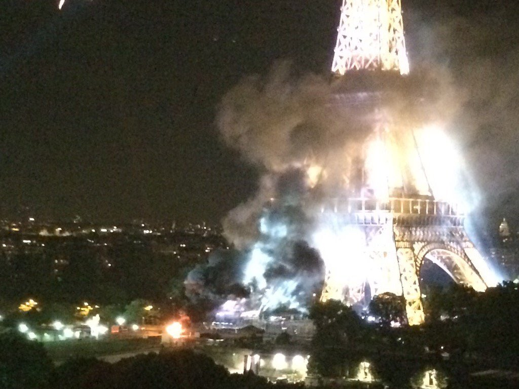 Eifel_Tower_Fire.jpg