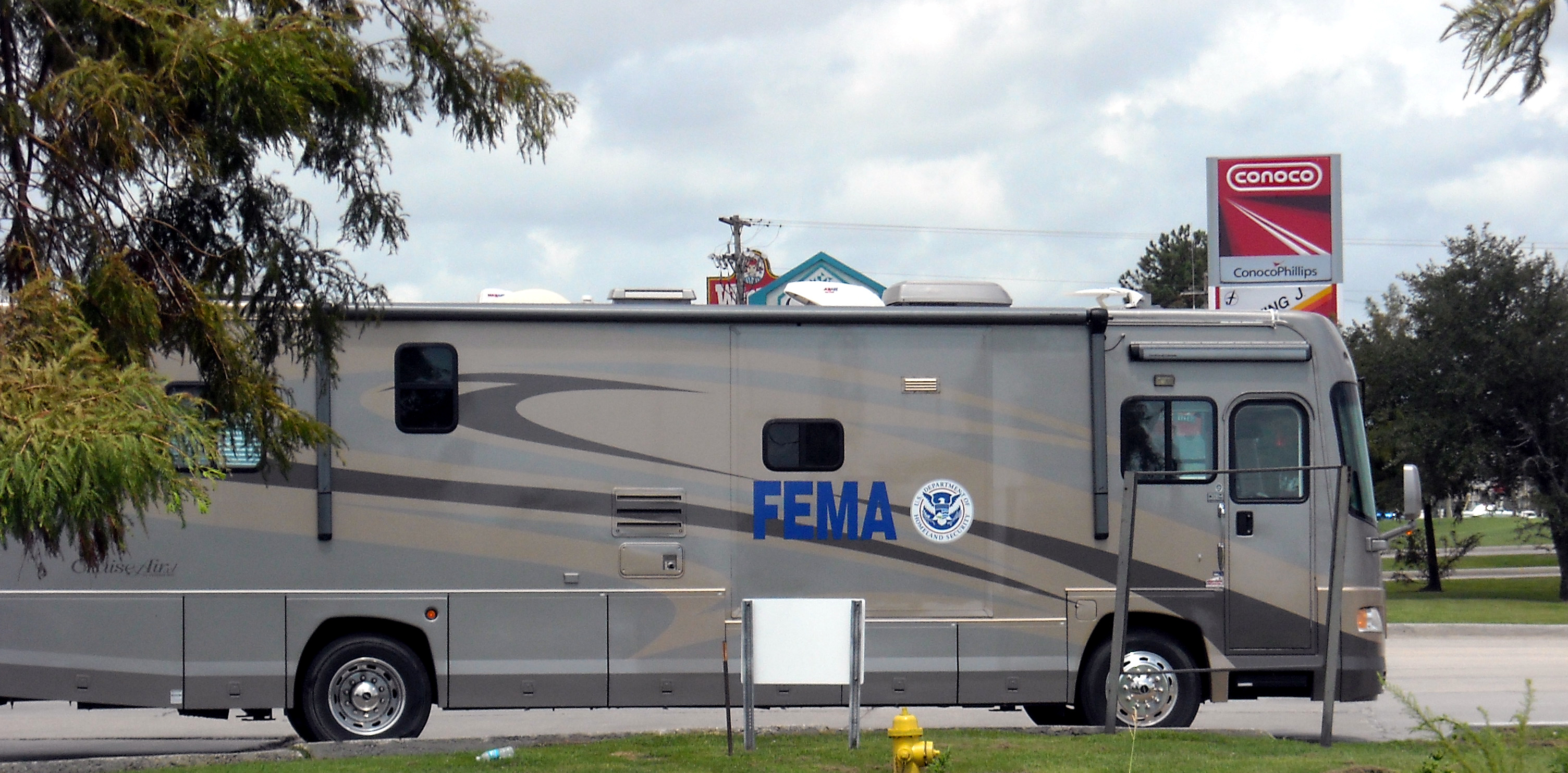 FEMA-comando-center.jpg