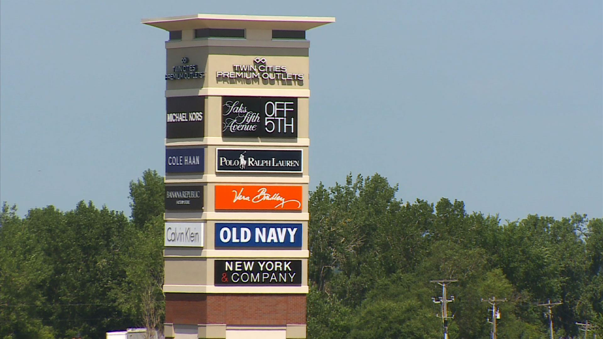 eagan-outlet-mall-opens.jpg