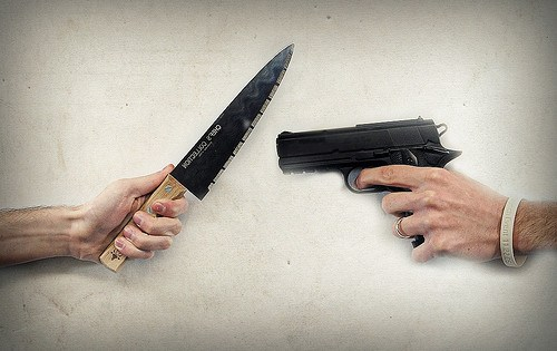 knife-gun-fight-500x315.jpg